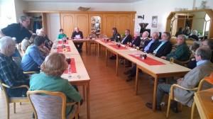 Die Bünder Liberalen hatten zu einem von Ernst Tilly (Mitte) moderierten Gesprächsabend über Senioren im Ehrenamt eingeladen.