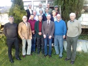FDP-Ortsvorsitzender Siegfried Mühlenweg (2. von rechts), FDP-Kreisvorsitzender Stephen Paul (Mitte) und weitere FDP-Kommunalpolitiker sprachen mit Vertretern des Hegeringes Vlotho um seinen Vorsitzenden Dr. Eckhardt Neddermann.