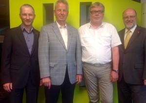 im Löhner Rathaus mit Stephen Paul, Heinz Held, Uwe Neuhaus und Siegfried Mühlenweg (von links).