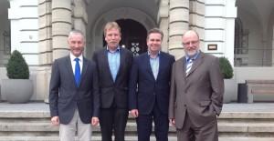 Bürgermeistergespräch im Herforder Rathaus mit (von links) Stephen Paul, Günther Klempnauer, Tim Kähler und Siegfried Mühlenweg