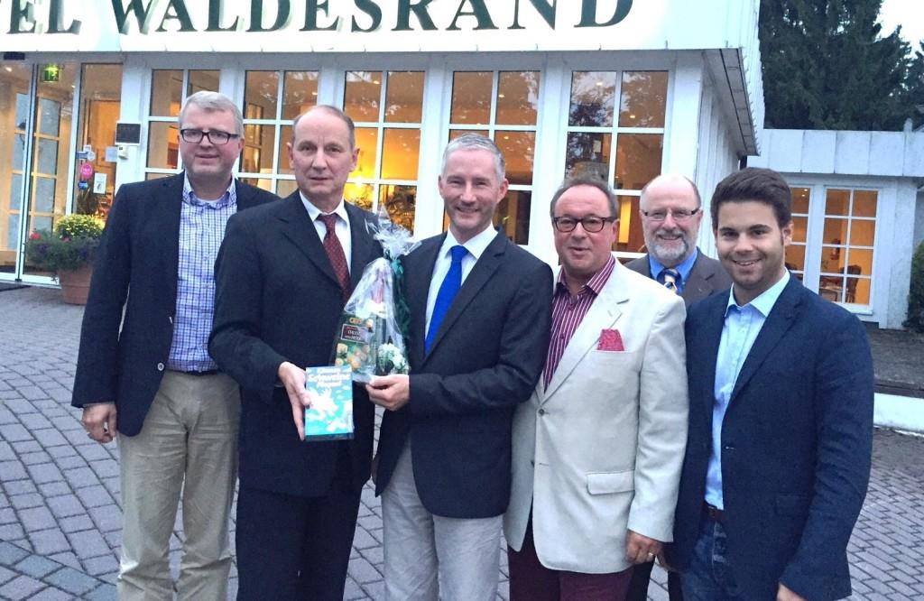FDP-Kreistreffen mit (von links) Frank Schäffler, Christian Manz, Stephen Paul, Siegfried Mühlenweg und Chris Dimitrakopoulos