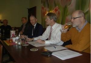 FDP-Kreisvorsitzender Stephen Paul, Kreisdezernent Norbert Burmann und FDP-Kreistagsmitglied Siegfried Mühlenweg (vorne von links)