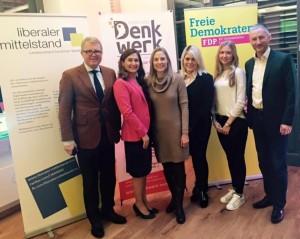 """(von links) Frank Schäffler, Roze Özmen, Marie-Christine Ostermann, Nicola Hagemeister, Luisa Seifarth und Stephen Paul im Herforder """"Denkwerk""""."""