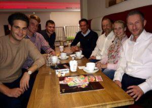 Auf dem Foto von links nach rechts: Chris Dimitrakopoulos, Nico Klinger, Sven Schäffer, Peter-David Friedrich, Carsten Wollny, Monique Ronsiek, Stephen Paul