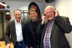 Im Studio von Radio Herford (von links): Stephen Paul, Carsten Dehne, Thomas Nückel MdL.