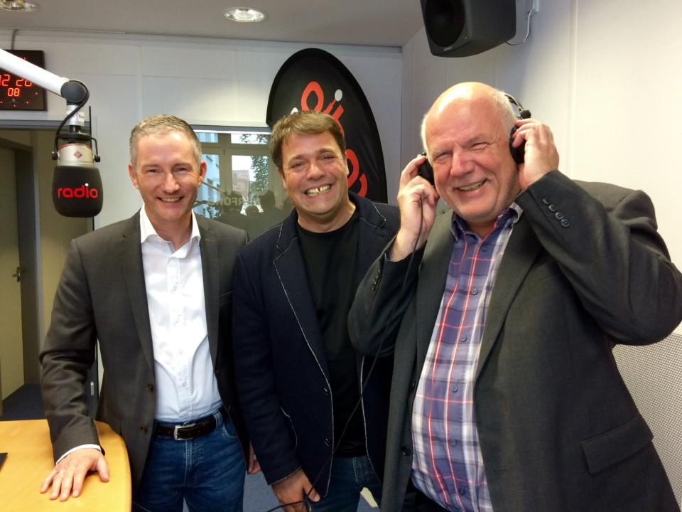 Im Studio von Radio Herford (von links): Stephen Paul, Carsten Dehne, Thomas Nückel MdL.